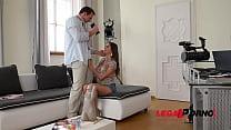 Orgasmic threesome sensation with double penetration loving teen Jay Dee GP842 Vorschaubild