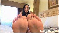 Hot Teen With Nice Feet And Tatoos