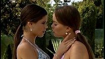 Видео женщины друг у друга вылизывают большие клитора