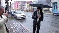 Free download video bokep Teeny wird auf der Strasse angesprochen und fuer Geld gefickt