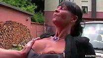 Geile Mutter wird von Jungspund aufgerissen und gefickt Vorschaubild