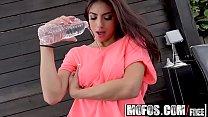 talks... dirty brunette - tapes sex latina - Mofos