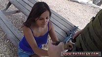 สาวน้อยดูดควยให้ทหาร เพราะว่าเธอทำผิดเลยต้องโทษ