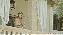 Filmes online adulto com uma ruivinha da xoxota toda rosadinha dando uma transada com a sua vizinha loirnha que é um tesão
