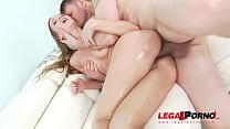 Horny slut Alexis Crystal oiled up for some double penetration Vorschaubild