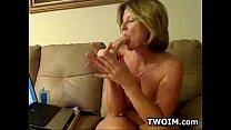 Mature Woman Showing Off Her Ass Vorschaubild