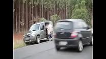Cunhado tarado não perdoa e fode esposa do irmão no meio da estrada pornhub video