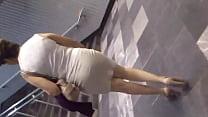 Screenshot Una Madurita En Minifalda Saliendo Del Metro