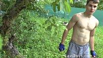 Muskel-Boy - Outdoor-Workout Und Dusche