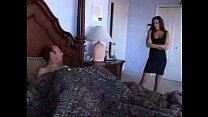 Lo encuentra masturbándose con sus tangas. pornhub video