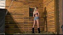 Nude Model stripteasing
