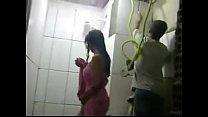 REAL – Esposa safada toma banho na frente dos p…
