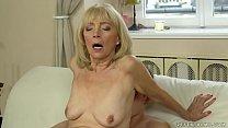Old lady enjoys deep fuck with her younger lover Vorschaubild