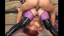 Девочке раздвинут ноги ей дадут сосать и трахнут по глубже