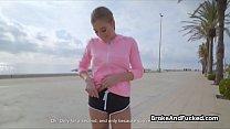 Busty jogger fucked outdoors for cash Vorschaubild
