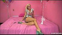 Sexy Blonde Strokes A Big Dick Vorschaubild