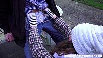 Homeless teen fucks granddad in the park for little cash Vorschaubild