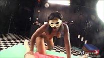 Masken-Teeny Xenia zeigt geile Fick- und Blassh...