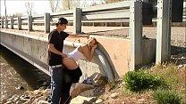 Fazendo sexo gostoso na ponte em público durante o dia - www.xpornbrazil.com