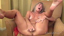 Milf Masturbates While Waiting for Her Date pornhub video