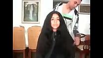 مغربية سوسية تحلق شعرها الطويل