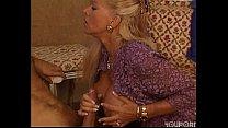 Зрелая блондинка трахает своего мужчину