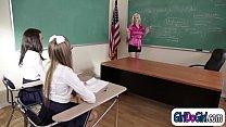 Учительница лесбиянка соблазнила свою ученицу и трахнула