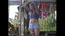 ... shortinho de quintal no roupas estendendo Sula