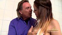 Natalie Hot wird vom Stiefvater gefickt Vorschaubild