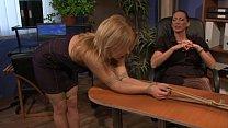 Видео госпожа заставляет целовать свои ноги