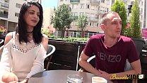 Mélissa fait une vidéo porno pour l'enterrement de vie de garçon de son futur mari Vorschaubild