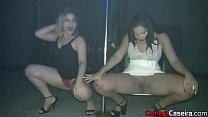 Duas gatas safadas peladas na festa pornhub video