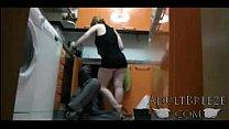 Real spy camera captures mom seducing plumber Vorschaubild