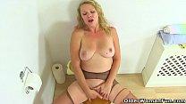 British milf Abi works her nyloned fanny on toilet