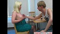 Порно жены на столе