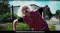 BUMS BESUCH - Voluptuous German MILF Sexy Susi fucks and pleases young fanboy Vorschaubild