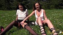 Angie et Tiffany s'essaient au jeux saphiques puis au plan à trois Preview