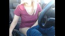 Mulher se masturbando no carro