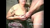 Русский сынок подглядывает за мамашей в душе и трахает ее