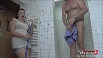 Putz-Teeny Sara reinigt einen Schwanz in der Dusche - SP Sara22TR04 Vorschaubild