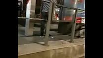 Ils font l'amour à un arrêt de tram