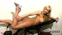 Sex bomb tranny Suzy Valenca masturbating Vorschaubild