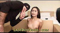 Liebenden Ladyboy Mit Kleinen Lila Glocke Ende