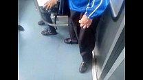 bulto rico de trajeado en el metro