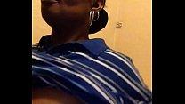 Zwarte moeder laat zoon tussen haar tieten neuken!