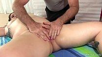 Plump Kailie Raynes Has Her Fleshy Body and Cun...