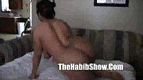 Порно усатый мужик ебед брюнетку в ванной