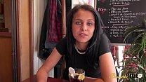 Angie jolie Kabyle de 20 ans attend juste de se faire baiser Preview