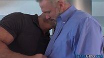 Бородатый гей сосет