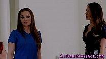 Массажист делает массаж американке видео
